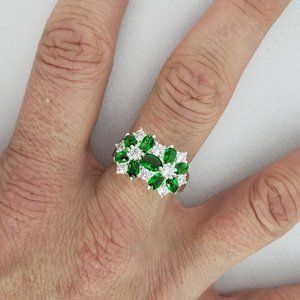 925 Sterling Silver & Green Flower Ring Size 8